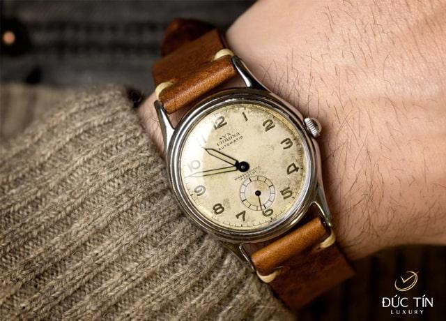Trong tình yêu người yêu tặng đồng hồ có ý nghĩa gì
