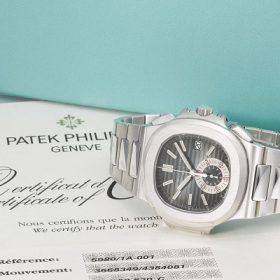 Những chiếc đồng hồ Patek Philippe chính hãng đều được đi kèm giấy tờ và tem chống giả đầy đủ